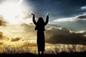 woman-praise